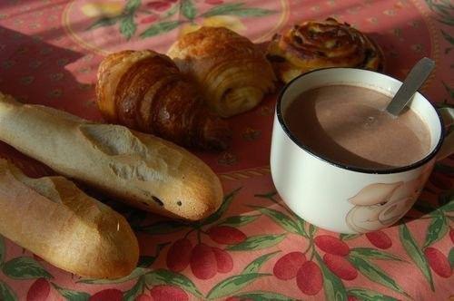 bon dejeuner aujourd'hui c'est chocolat chaud